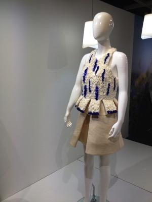 Métamorphose, 2015 En collaboration avec La Redoute, Coralie Marabelle propose cette robe à base de fibres d'ananas.